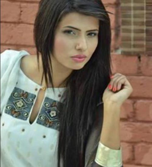 Female-Model-Lahore-Hina